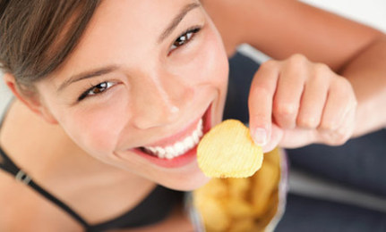 eat without guilt girl eating chip
